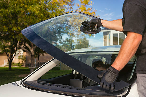 CAR WINDSHIELD REPAIR ADVICE FROM AUTO GLASS EXPERTS