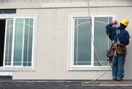 4 BENEFITS OF HIRING PROFESSIONAL GLASS SERVICE